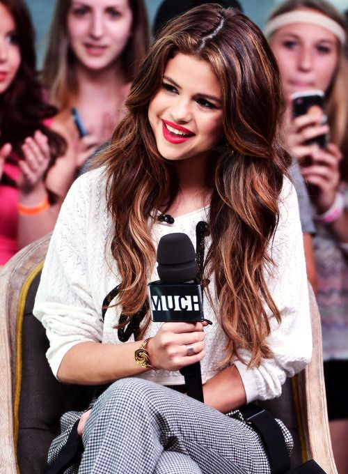 Selena gomez hair and makeup