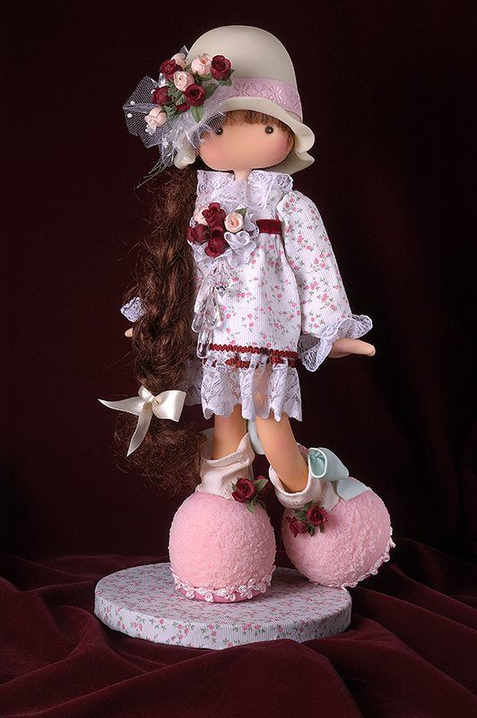 aaaawwww....so sweet. and look at those big feet thus adding to her whimsical cuteness!....