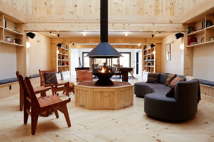 A Modern Mountain Lodge That Will Make You Love Winter Like Never Before |  Libraries, Love And Lounges