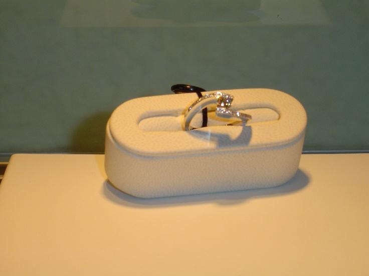 Anillo solitario en oro blanco y brillantes.0,42 quilates. PVP 2.520 €  (antes 3.150 €)