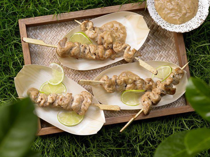 Pute und Erdnüsse sind einfach ein Dreamteam! Thai-Putenspieße - mit Zwiebel-Erdnuss-Sauce - smarter - Kalorien: 71 Kcal - Zeit: 50 Min. | eatsmarter.de