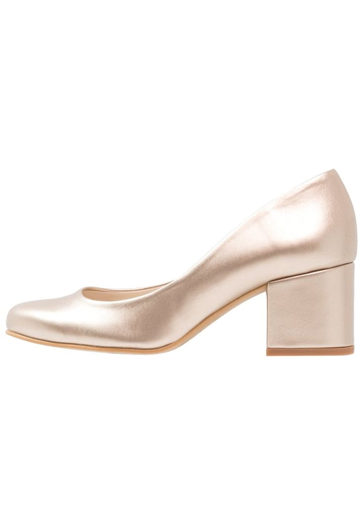 ¡Consigue este tipo de zapato de tacón de MTNG ahora! Haz clic para ver los detalles. Envíos gratis a toda España. Mtng Tacones metalizado oro/rosa: mtng Tacones metalizado oro/rosa Ofertas   | Material exterior: piel de imitación de alta calidad, Material interior: cuero de imitación/tela, Suela: fibra sintética, Plantilla: cuero de imitación | Ofertas ¡Haz tu pedido   y disfruta de gastos de enví-o gratuitos! (zapato de tacón, tacones, tacon, tacon alto, tacón alto, heel, heels,...