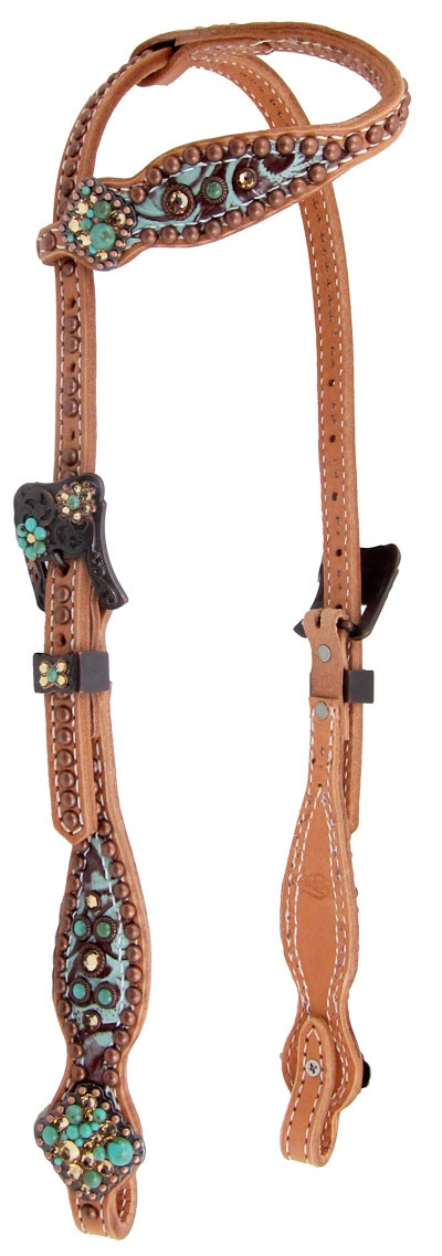 I don't usually like bling on my horses, but this light colored bridle with turquoise bling would be just stunning on Bailey <3 But it's too light to go well on Astro or Sonny. Good for Chestnuts and Sorrels, not much anything else.