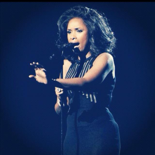 Jennifer Hudson singing in memorie of Whitney Houston at the Grammys