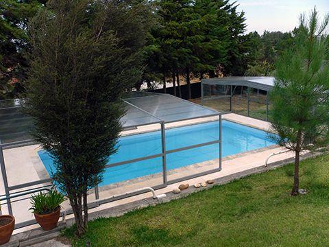 Abri haut de piscine d'Octavia est télescopique pour une meilleure maniabilité ! Facilité vous la vie, en découvrant votre bassin rapidement et sans effort !