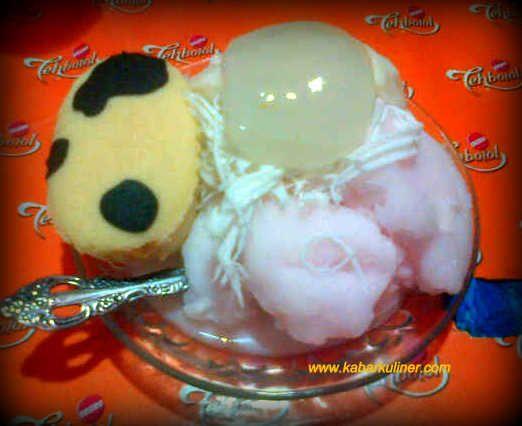 Es Puter Cong Lik dengan aneka topping