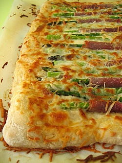 White Asparagus Pizza with Proscuitto