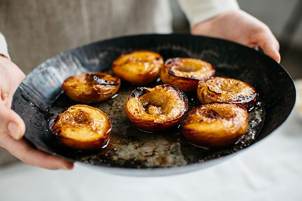 ROASTED PEACHES WITH BROKEN BISCUIT MASCAPONE RECIPE