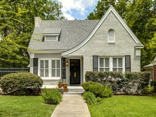 Terrific Tudor Style Homes in Dallas | An absolutely darling little Tudor cottage at 5907 Vanderbilt Avenue in Lakewood.