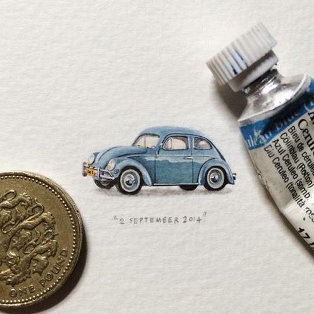 Lorraine Loots es miniaturista. No mide más que una moneda. Coche vintage.