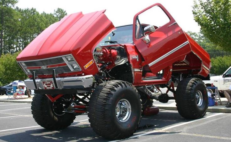 Lifted up Chevy truck #trucks #chevy #lift   www.crcint.com