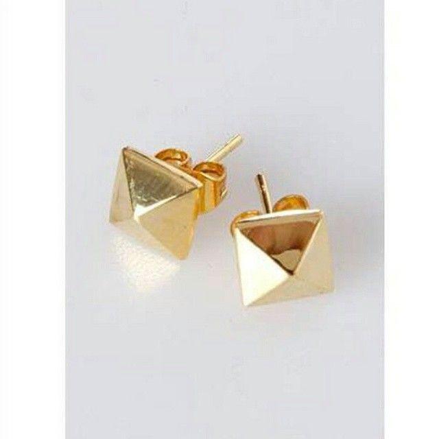 Nydelige trendy øredobber i 9 karat gull, kun kr 599,-  http://www.gullfunn.no/dame/oerepynt/gull/gult-gull/oerepynt-i-375-gull-53775