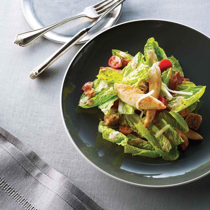 Cette salade est à base de bacon, de laitue et de sandwich aux tomates préférées. | Le Poulet du Québec