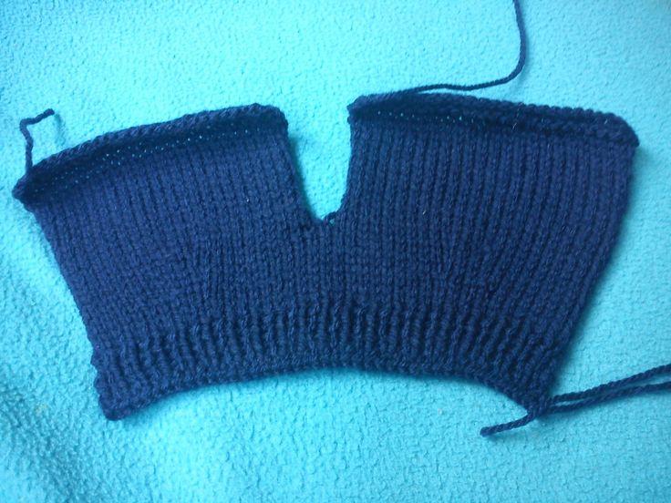 Sumando ratitos... aquí dejo el patrón.   Tejer dos veces: (Para las dos piernas)  Montar 25 puntos.Dejar un trocito de hebra para coser ...