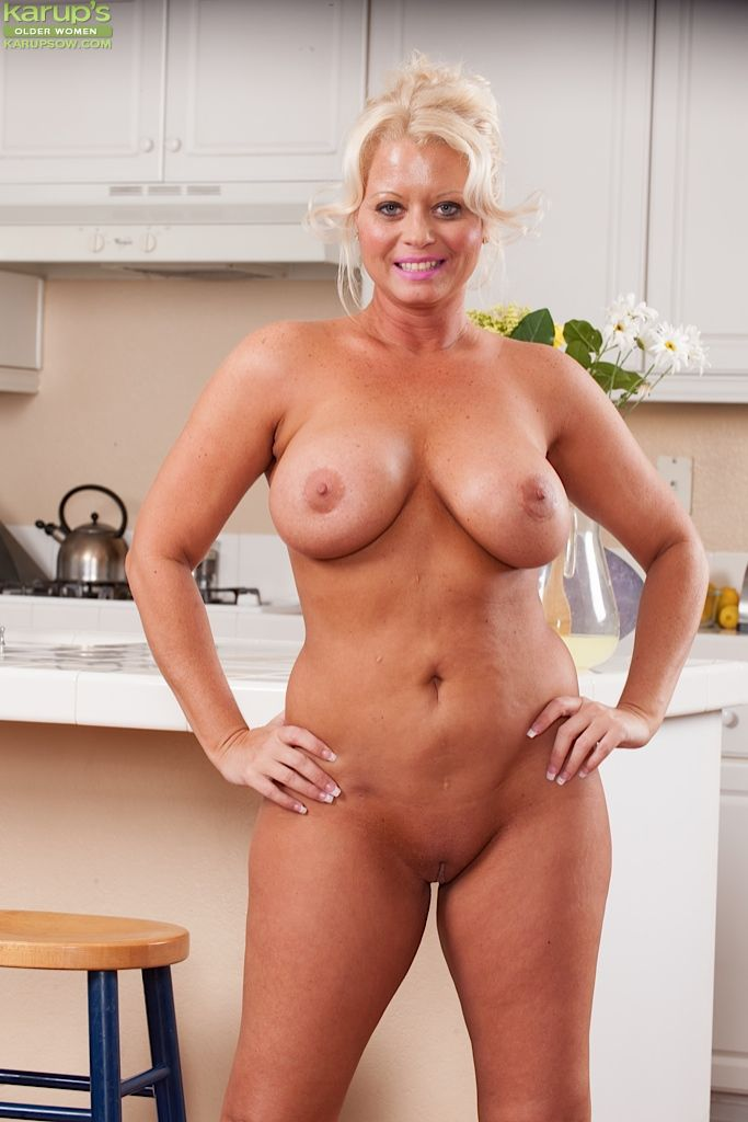 Naked Mature Women At Home