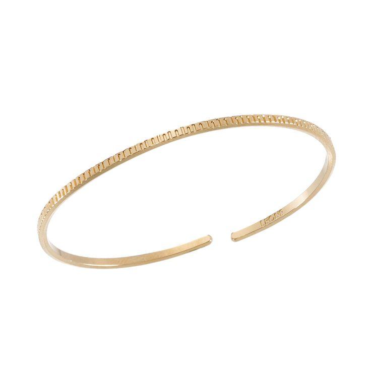 Le jonc or traits de la gamme bracelet fin se distingue par sa particularité et sa finesse, fabriqué en France par bijoux LEONE