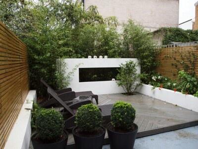 Small modern garden met beetje groen