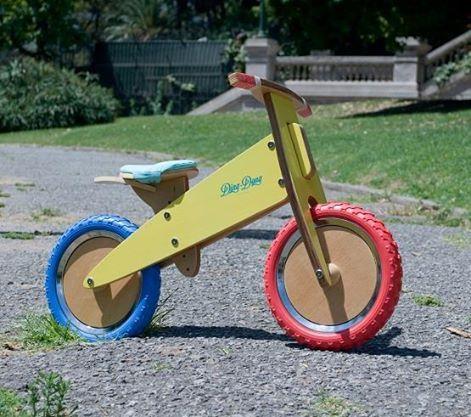 Bicicleta de madera artesanal sin pedales para niños http://www.mamidecora.com/juguetes.%20bicis%20-%20portada.html