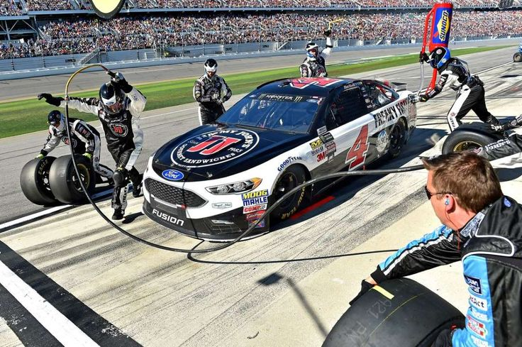 Daytona 500 - February 26, 2017: NASCAR: Daytona 500 - Feb 26, 2017; Daytona Beach, FL, USA; Kevin Harvick makes a pit stop during the 2017 Daytona 500 at Daytona International Speedway. Mandatory Credit: Jasen Vinlove‐USA TODAY Sports