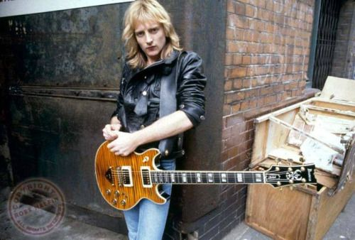 Phil Collen with longer hair than usual...