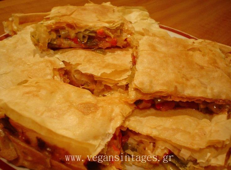 Υλικά  1 πακέτο έτοιμα φύλλα για πίτα   Γέμιση:  600 γρ. πράσσα σε ροδέλες  1/2 κιλό πιπεριές φλωρίνης ψημένες και κομμένες σε κομμάτι...