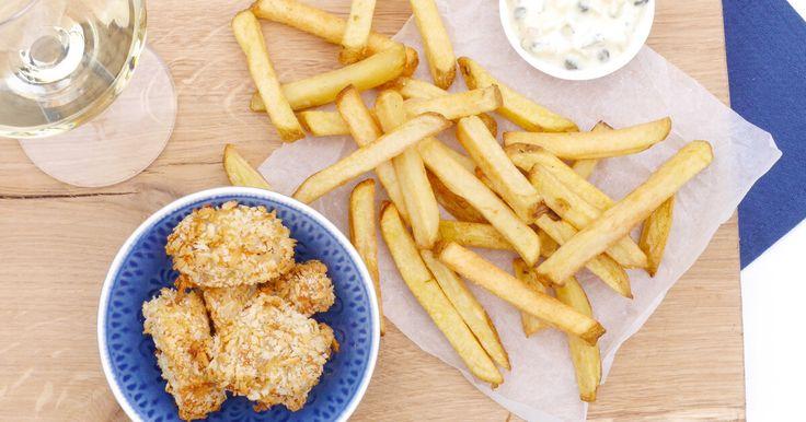 Frietje visnuggets met ravigottemayonaise  Als dit aardappel recept van CêlaVíta zo lekker smaakt zoals het eruit ziet, weet ik wat ik eet vanavond!