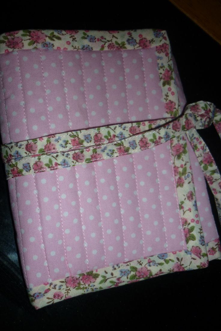 Cute travel sewing kit - link to free tutorial