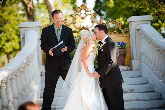 Wedding. The kiss! Wine Country - Tres Fabu Events