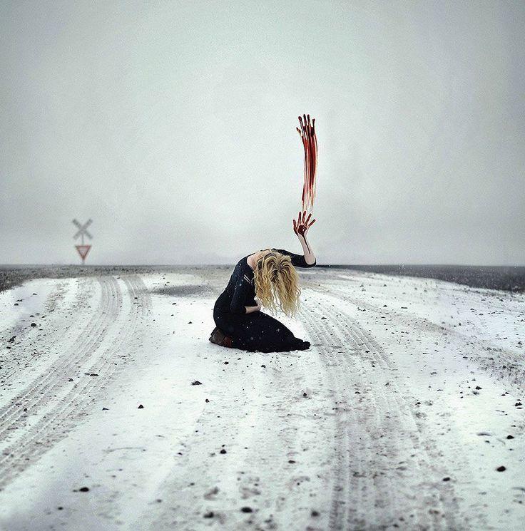Con diferentes técnicas y estilos, realizando imágenes que deambulan entre el surrealismo y lo macabro, Baran presenta cápsulas que contienen historias...