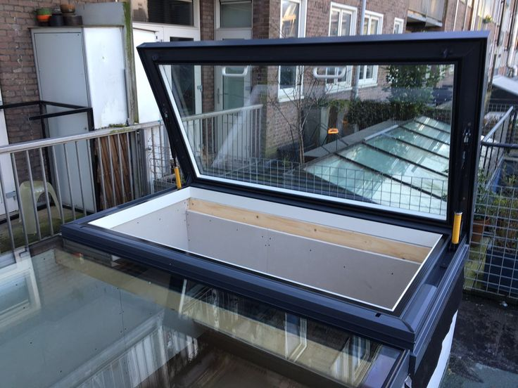 Lots of daylight and easy roof access though the Glazing Vision SkyHatch and a fixed Flushglaze