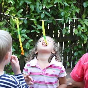 Outdoor Giraffe Game-// Partyideen für eine Dschungelparty #Dschungel…