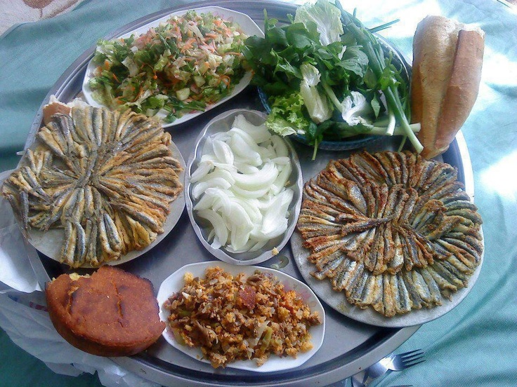 Fried anchovies presented flower shaped