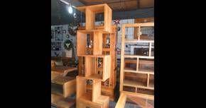Estante em madeira de demolição   http://www.galpaourbanomoveis.com.br/estante/N2