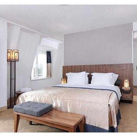 Grand Hotel Ter Duin koos voor de staande lamp Mathematic voor het versterken van de Art Deco sfeer in de hotelkamers.