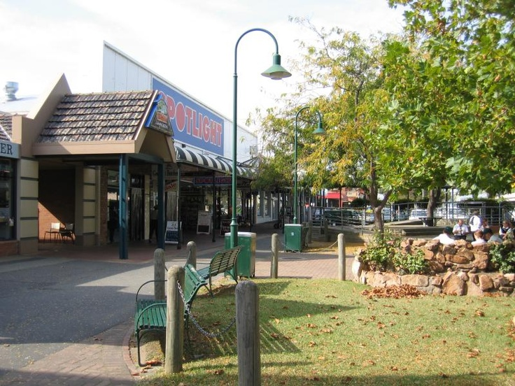Bairnsdale Commercial centre and shops. View east along Mall at Nicholson St