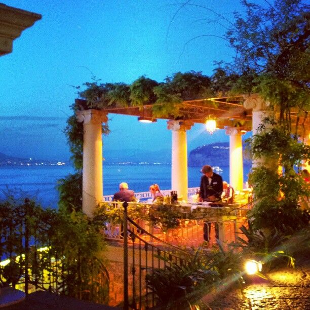 """At Sorrento for lunch or dinner you can't miss the most romantic place: the restaurant """"La Pergola"""" at #BellevueSyrene. https://www.etindo.com/things-to-do/sorrento"""