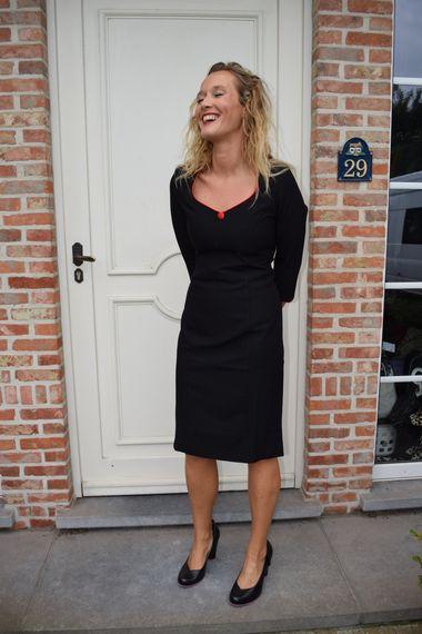 Kleding :: Zwarte jurk met rood detail - Hulahup