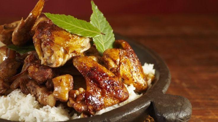 Adobo: Huhn und Schwein mit Reis (Philippinisches Nationalgericht)