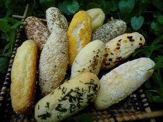 Partindo da receita daquele pãozinho de tapioca  que comi em Belém e mostrei aqui, quis experimentar fazer com a farinha de tapioca baiana....