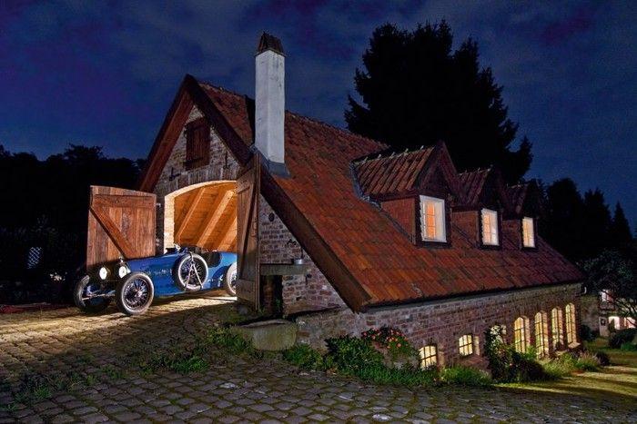 Dream Garage, Garages