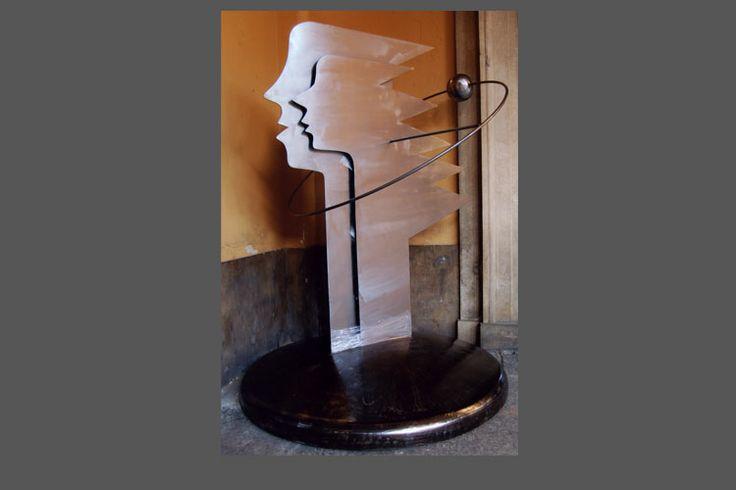 Crono e Rea: dalle Tenebre emerse il Caos - scultura in lamiera spazzolata e tagliata a laser.