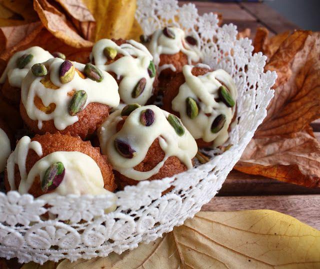 Frittomisto: cucina ed emozioni: Muffin alla zucca con ganache al cioccolato bianco e pistacchi