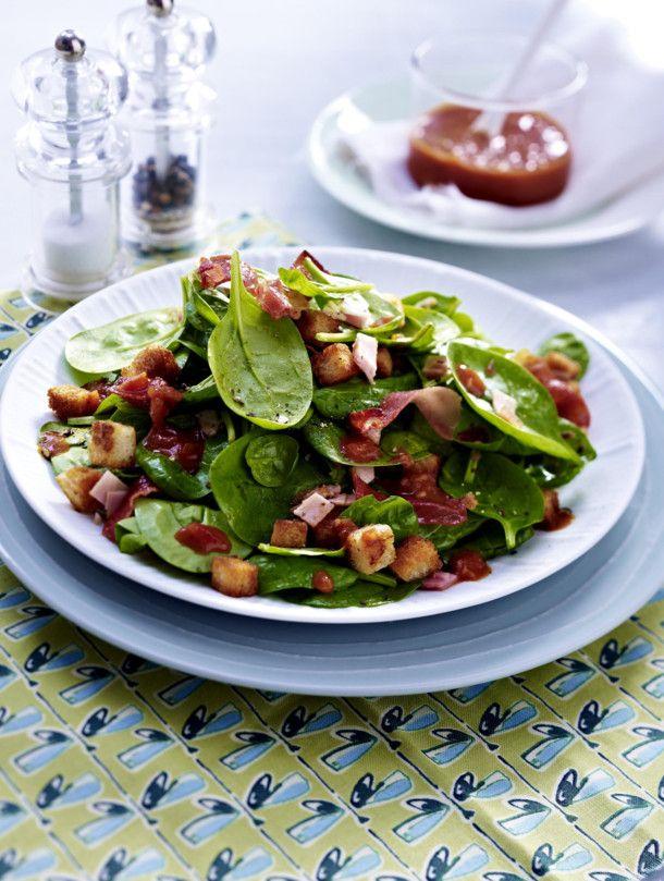 Unser beliebtes Rezept für 20-Minuten-Salat mit Schinken und Croûtons und mehr als 55.000 weitere kostenlose Rezepte auf LECKER.de.