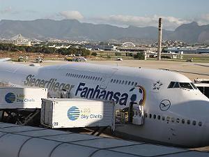 Gepäckwagen rammt Siegerflieger: Weltmeister verlassen Rio mit Verspätung