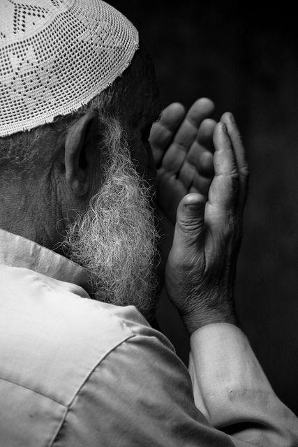 """« Votre Seigneur a dit :""""Invoquez-Moi et Je vous exaucerai."""" » (Coran 40, 60) « Je suis proche en vérité. Quand Mes serviteurs t'interrogent à Mon sujet ; Je réponds à l'appel de celui qui..."""