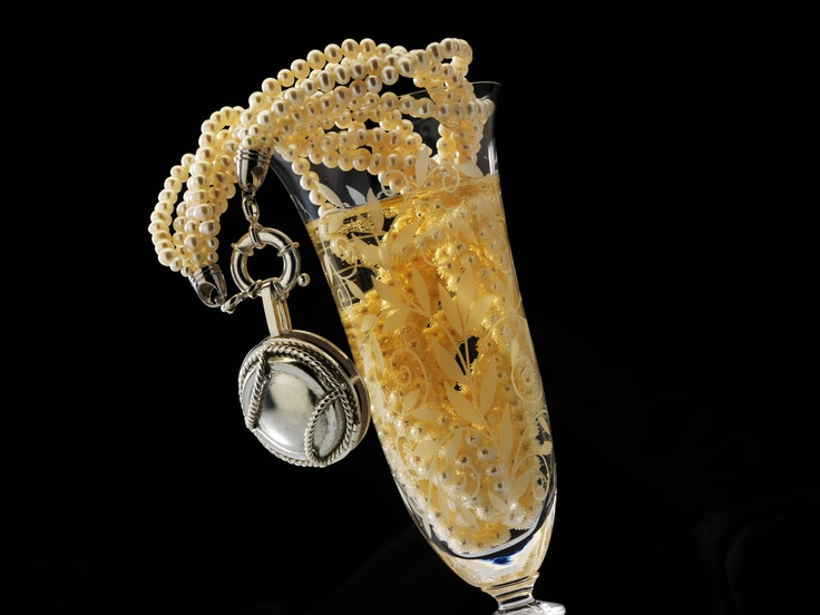 Wearing Memories - add your favourite Champagne cap to personalise.