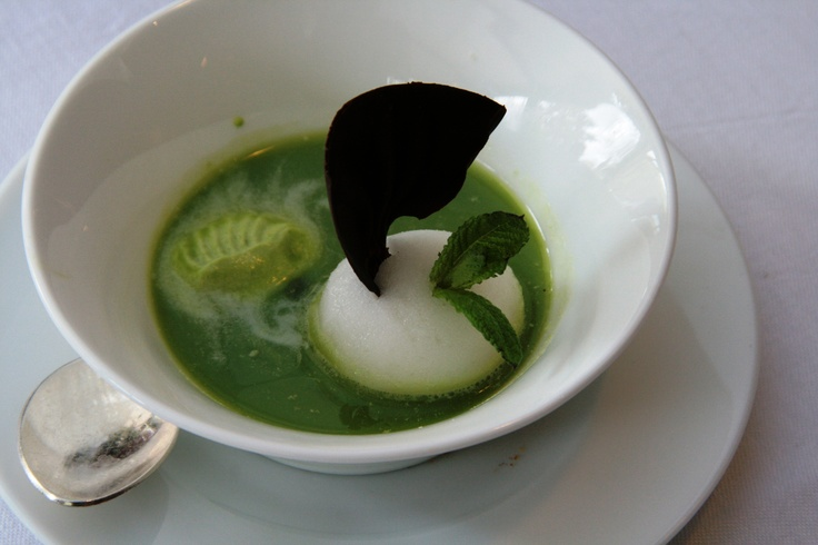 Soupe à la menthe et petits pois confits, sorbet verveine
