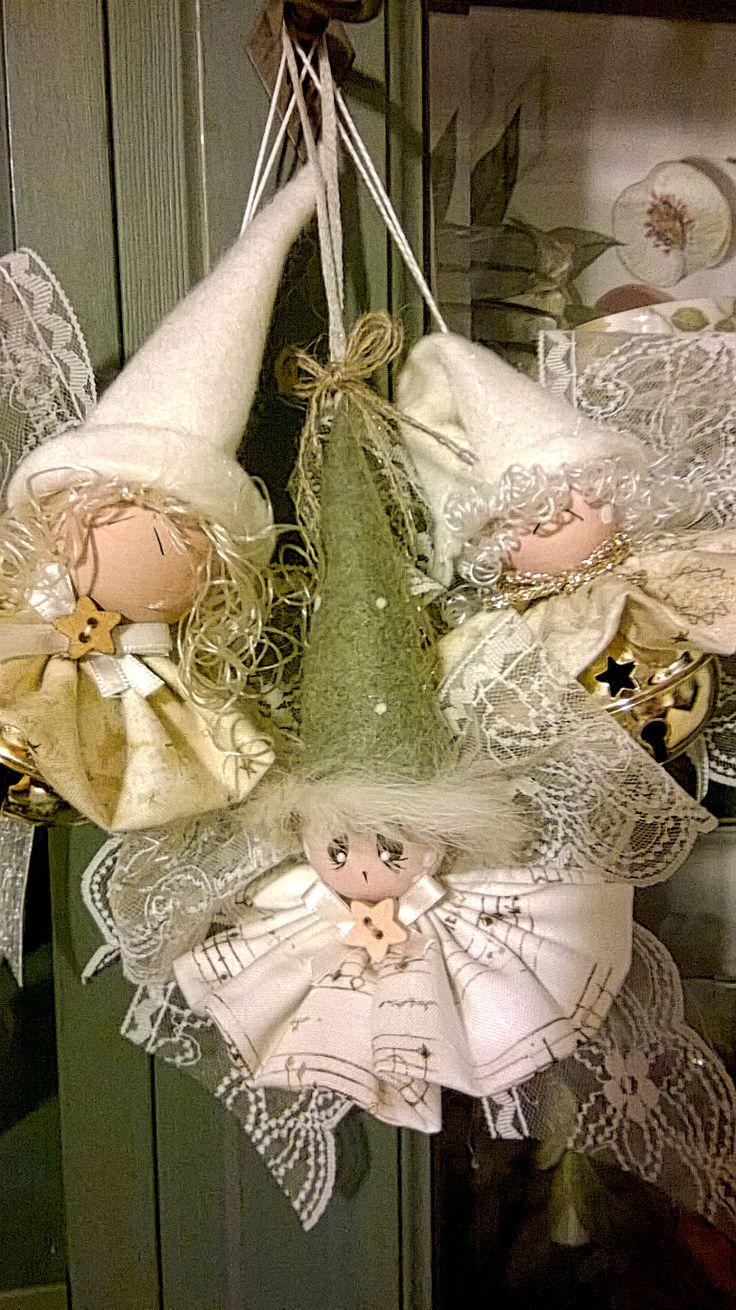 Angeli con sonaglio da appendere.Idea regalo per Natale.https://www.facebook.com/pages/Le-mille-idee-di-Emanuela/596662527027919?ref=hl