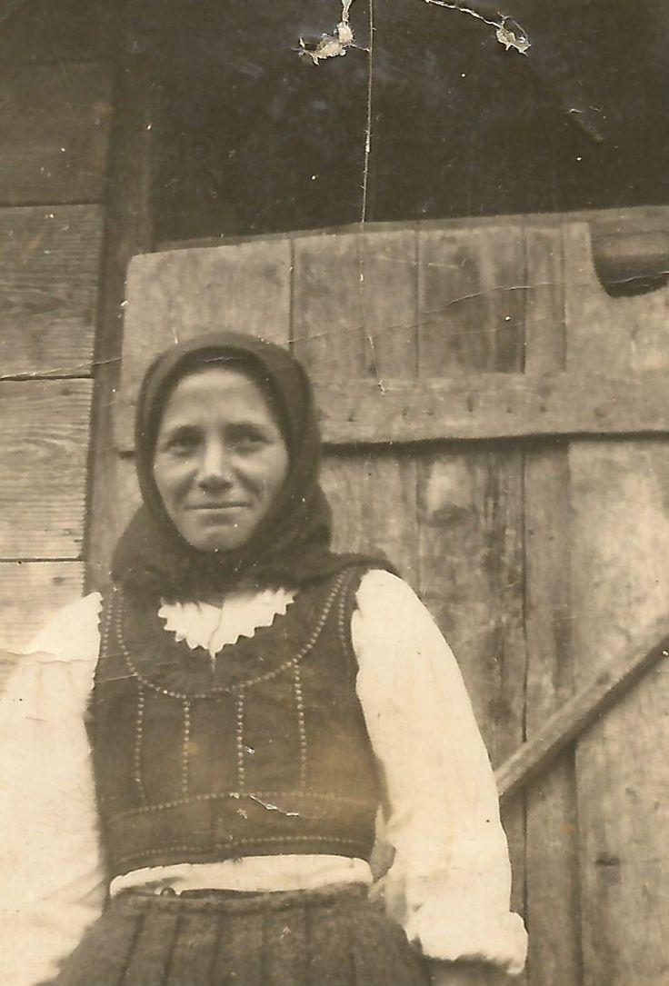 Hungarian woman from Balavásár. Transylvania.