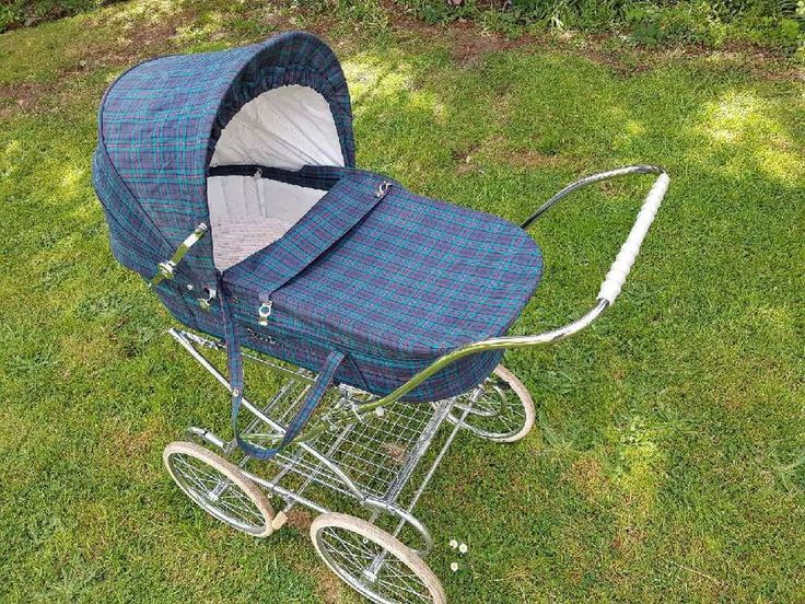 This classically styled pram from Silver Cross is perfect for parents who prefer a traditional pram, but value the convenience of a detachable body and folding chassis. As with all Silver Cross prams they are expertly handmade in Yorkshire and comes complete with a fully sprung chassis for a smooth ride, hand painted body and hand stitched fabrics and a double brake. | eBay!